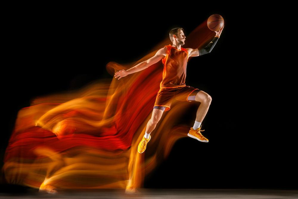 pallacanestro giocatore in movimento